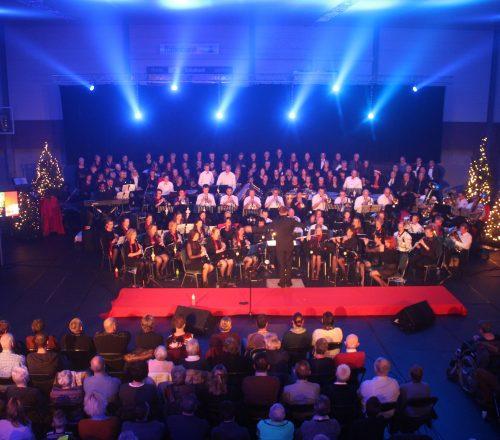 Hellendoornse Harmonie met de New Valley Singers